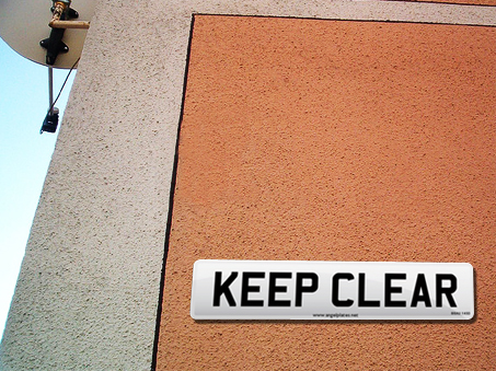 Use Keep Clear Sign Plates for your home